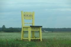 Гигантский стул! Удалось насчитать ровно три, по дороге от Риги до Таллина)