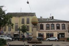 Яйцо. Гигантское яйцо в центре города