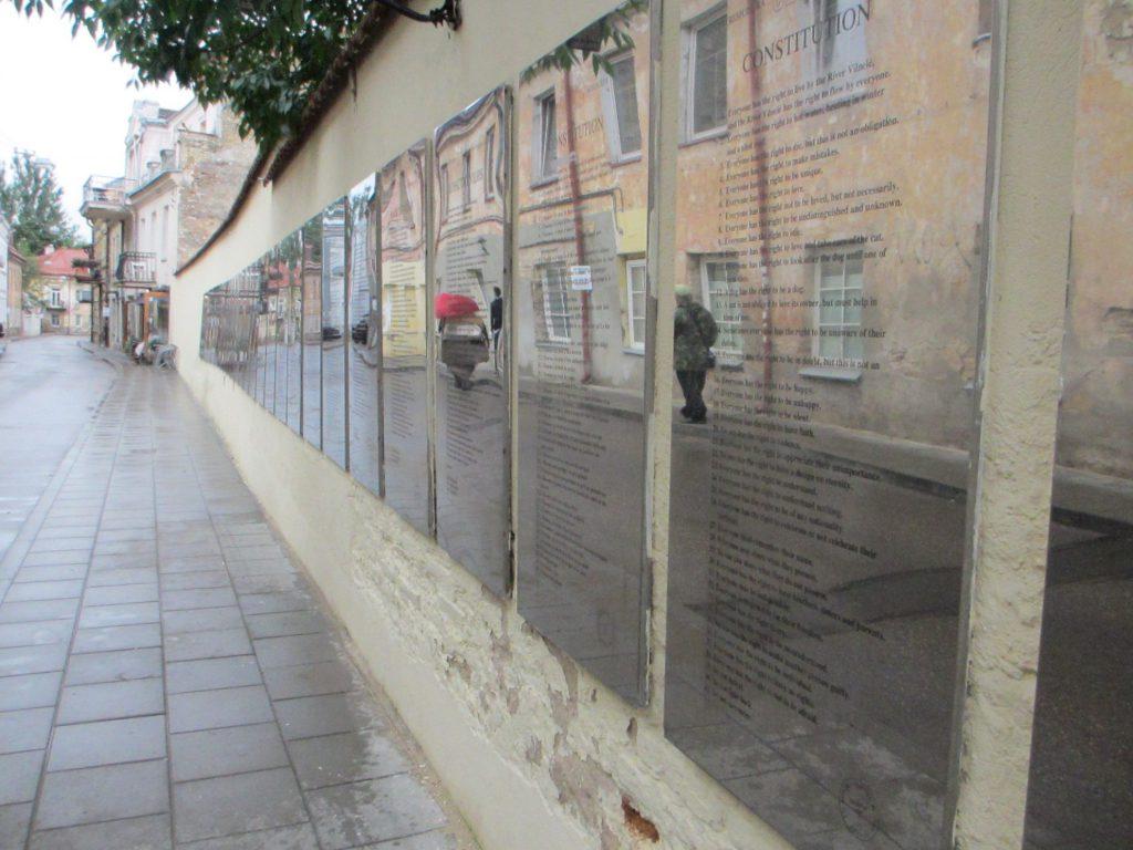 Стена с конституцией Ужуписа