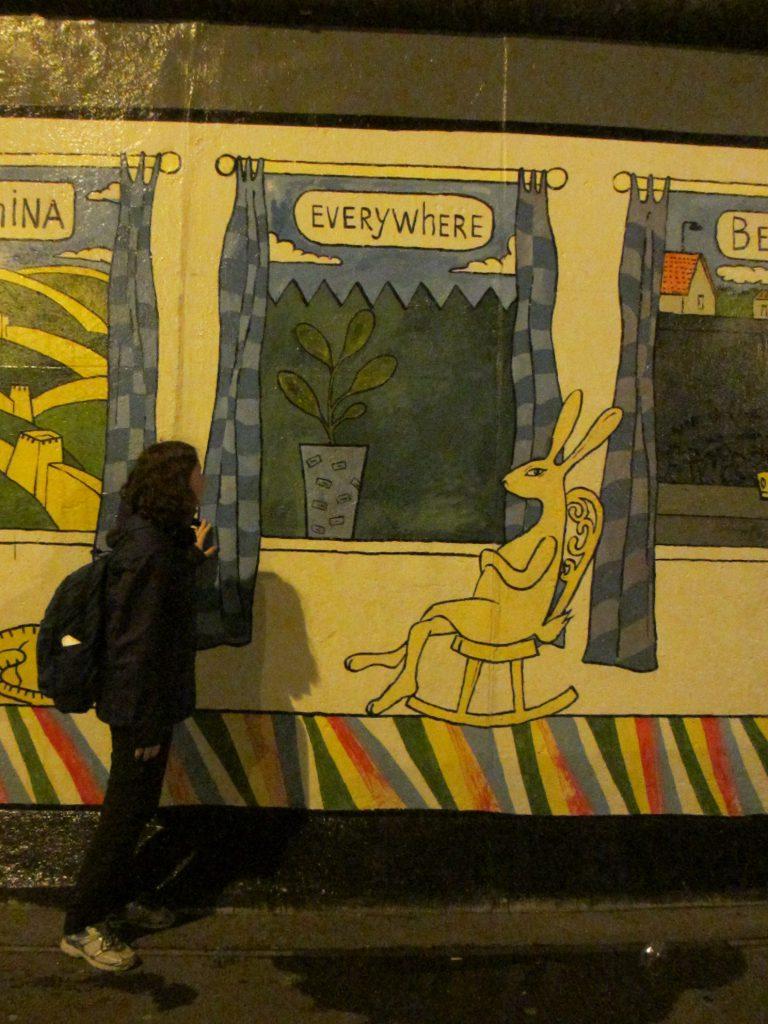 Берлинская стена. Очень уютный рисунок)