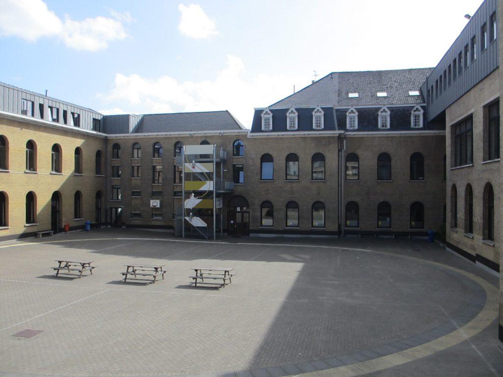 Внутренний двор школы