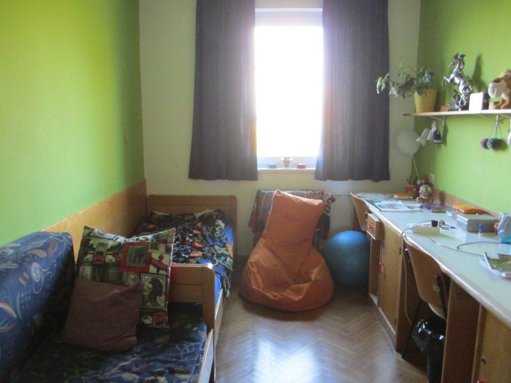 Школа также является интернатом. Дети могут жить здесь в течении недели.