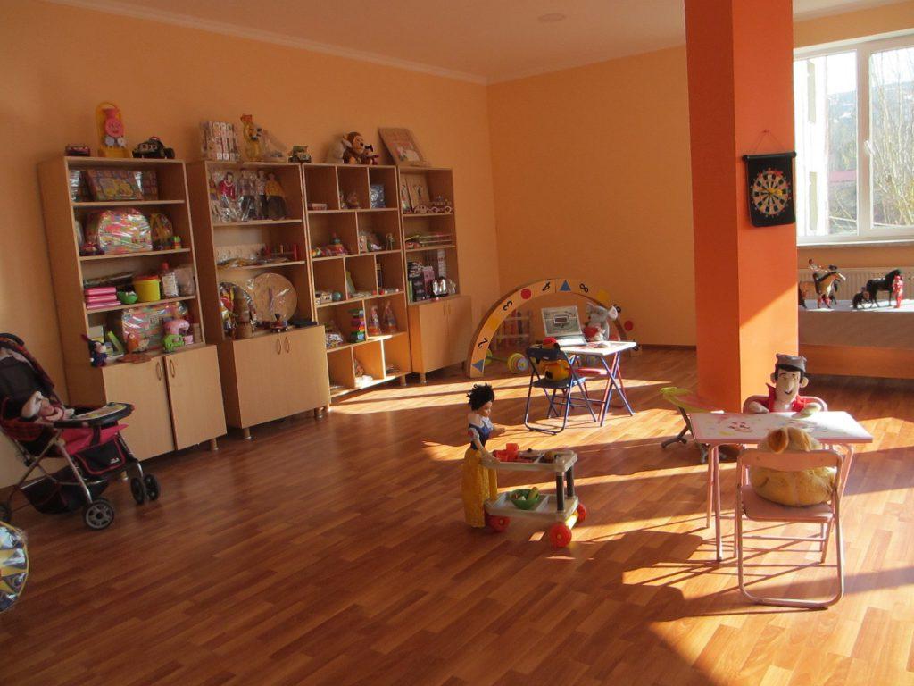 Игоровая комната. Здесь дети могут находиться в свободное время, после уроков. Есть много и учебных пособий.