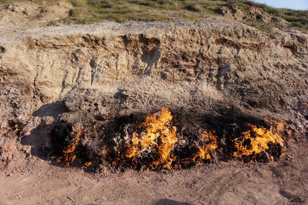 """""""Огненная гора"""" - выход на поверхность природного газа"""