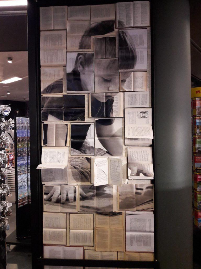 При входе в книжный в аэропорту Рейкьявика