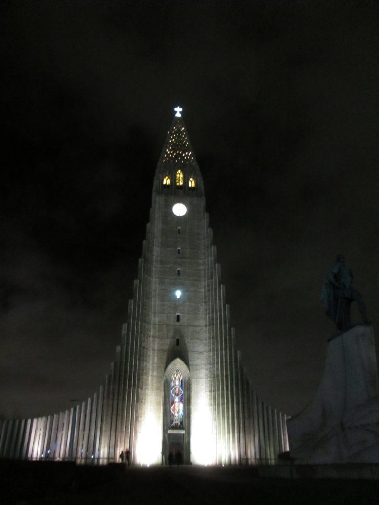 Католический храм в центре города.