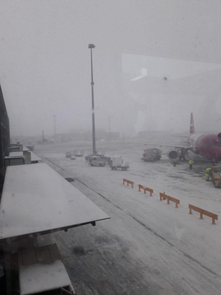 Пока мы радостные ждали вылета на второй день, погода резко испортилась...