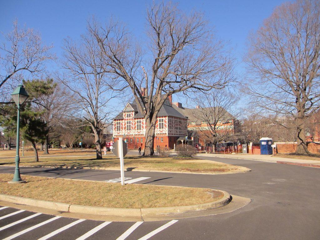 Территория университета.
