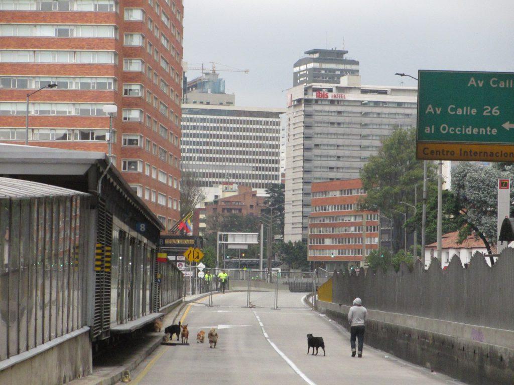 Пустынные дороги - в Боготе коррида, все перекрывают, людей на улицах почти нет