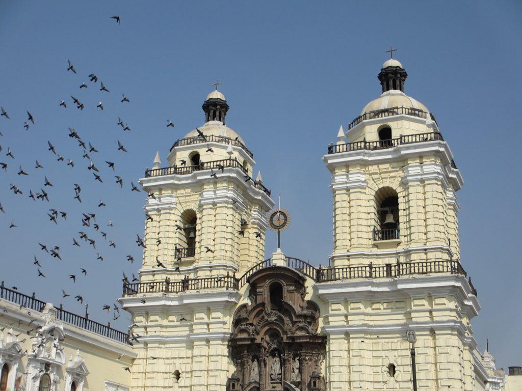Собор в центре Лимы