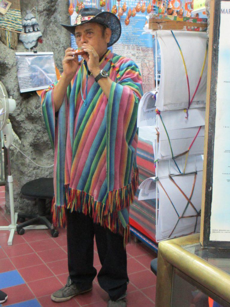Чилиец, играющий на национальном музыкальном инструменте - Путешествие дефектолога