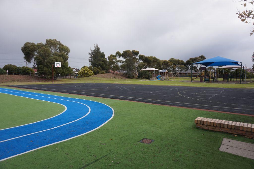 Школьный стадион и игровая площадка